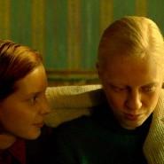 """Der Krieg hat doch ein weibliches Gesicht, genauer: zwei. Viktoria Miroshnichenko und Vasilisa Perelygina in dem großen Film """"Bohnenstange"""", jetzt im Kino."""