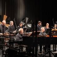 """Die Musiker des Ensemble Modern spielen """"Ballet mécanique"""" von George Antheil im Frankfurt LAB am 29. Februar 2020."""