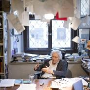 Bis zu seinem Tod hochaktiv: Alfred Kolleritsch 2015 am Schreibtisch in Graz.
