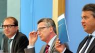 Über die Angreifer wird geschwiegen: Alexander Dobrindt, Thomas de Maizière und Sigmar Gabriel bei der Bundespressekonferenz zur Digitalen Agenda.