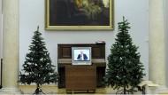 Putins frohe Botschaften: Auch im Museum ist der Kremlchef auf dem Schirm.