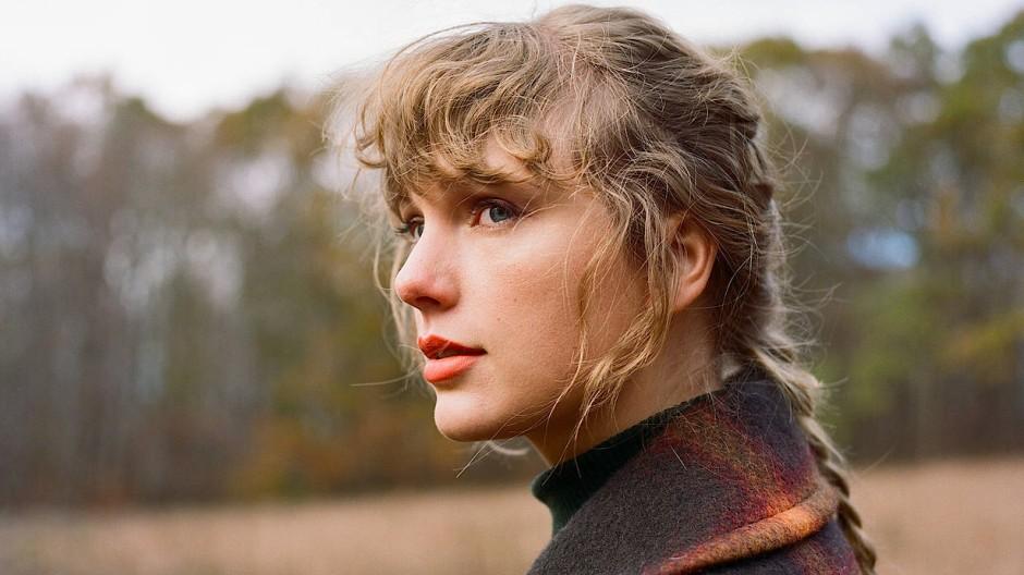 """Foto der Plattenfirma zu Swifts neuem Album """"Evermore""""."""