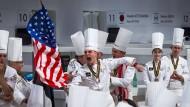 Koch-Weltmeisterschaft ist, wenn in Frankreich andere Länder gewinnen: Zum Beispiel der Amerikaner Harrison Turone, der Ende Januar in Lyon den Goldenen Bocuse errang – make America cook again.