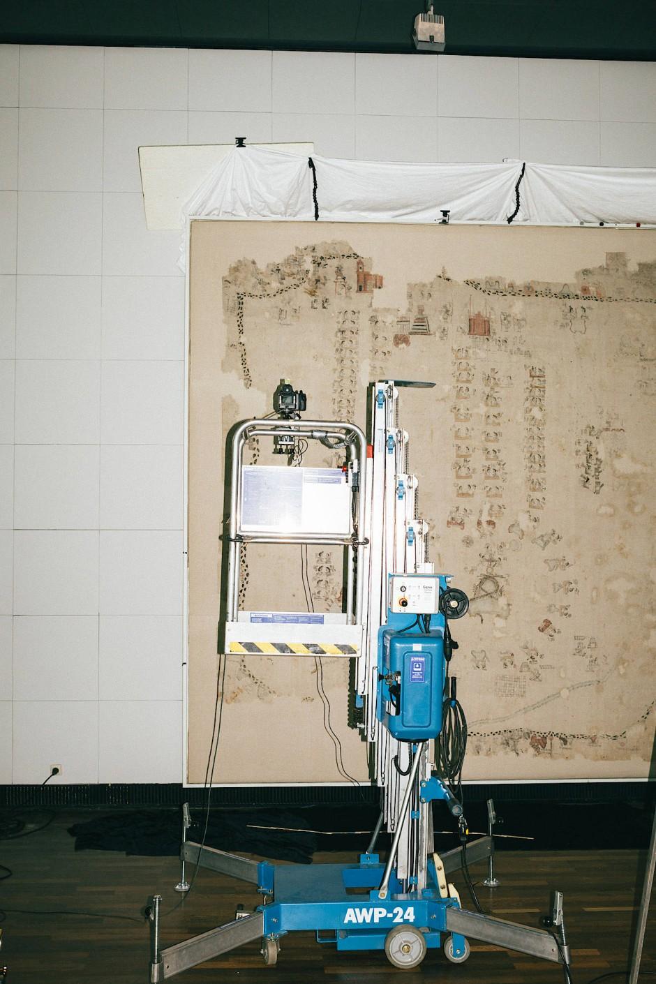 """Der """"Lienzo Seler II"""", ein mexikanischer Baumwoll-Teppich, wird derzeit umfassend untersucht und fotografisch dokumentiert."""