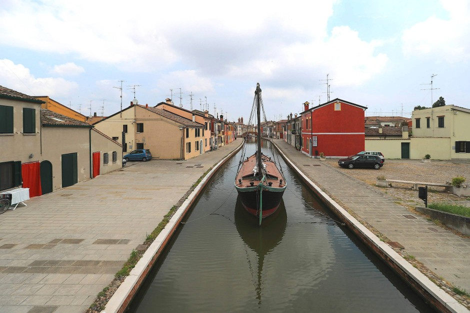 Umweltschonend und gemächlich: Boot in Comacchio, Provinz Ferrara.