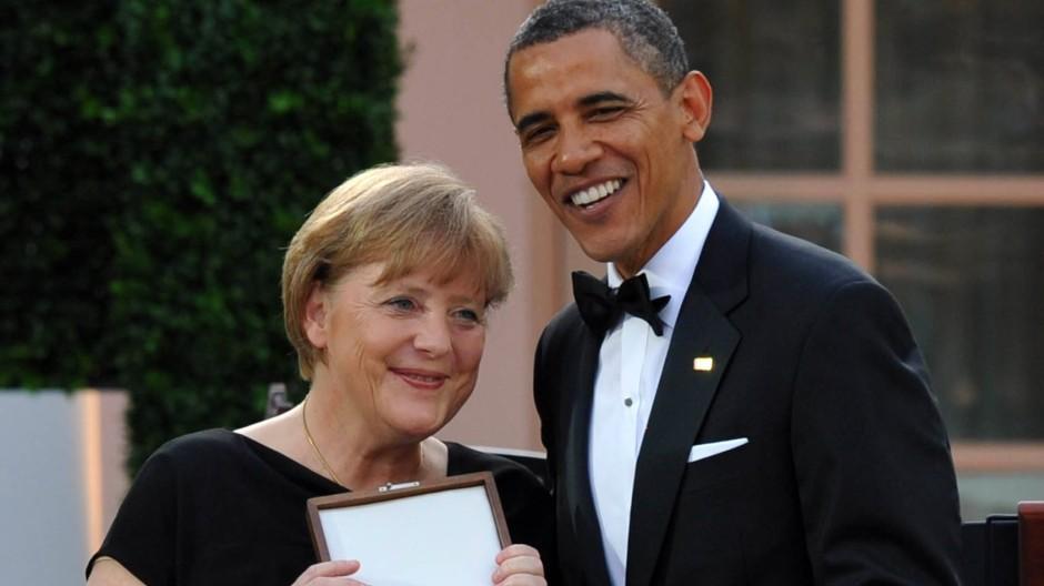 Im Sommer 2011 erhielt Angela Merkel aus den Händen Obamas eine der höchsten zivilen Auszeichnungen der Vereinigten Staaten, die Freiheits-Medaille