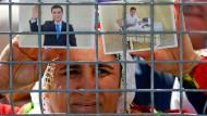 Mit Bildern des inhaftierten Oppositionsführers Selahattin Demirtas: Frau beim kurdischen Neujahrsfest Newroz am Sonntag in Istanbul.