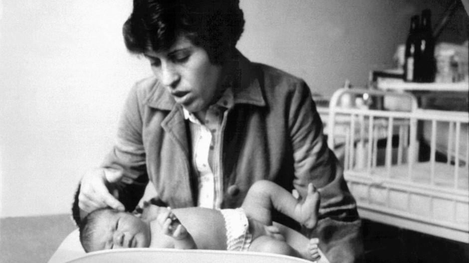 Am 16. April 1982 hat das erste deutsche Retortenbaby das Licht der Welt erblickt. Die Wünsche der Eltern für ihr Ungeborenes haben seitdem zugenommen