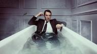 Er badet niemals lau: Benedict Cumberbatch spielt den himmelhoch-jauchzend-verzweifelten Patrick Melrose.