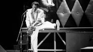 Zu seinem 60. Geburtstag spielte Chuck Berry 1986 im Fox Theatre in seiner Geburtsstadt St. Louis, Missouri.