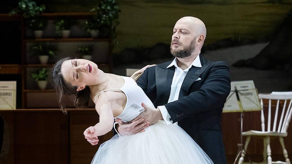 Olesya Golovneva tanzt mit Vladislav Sulimsky einen Pas de deux der Vergeblicheit