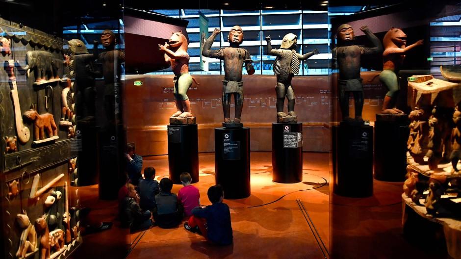 Große königliche Statuen des Königreichs Dahomey aus den Jahren 1890-1892 im Musée Quai Branly.
