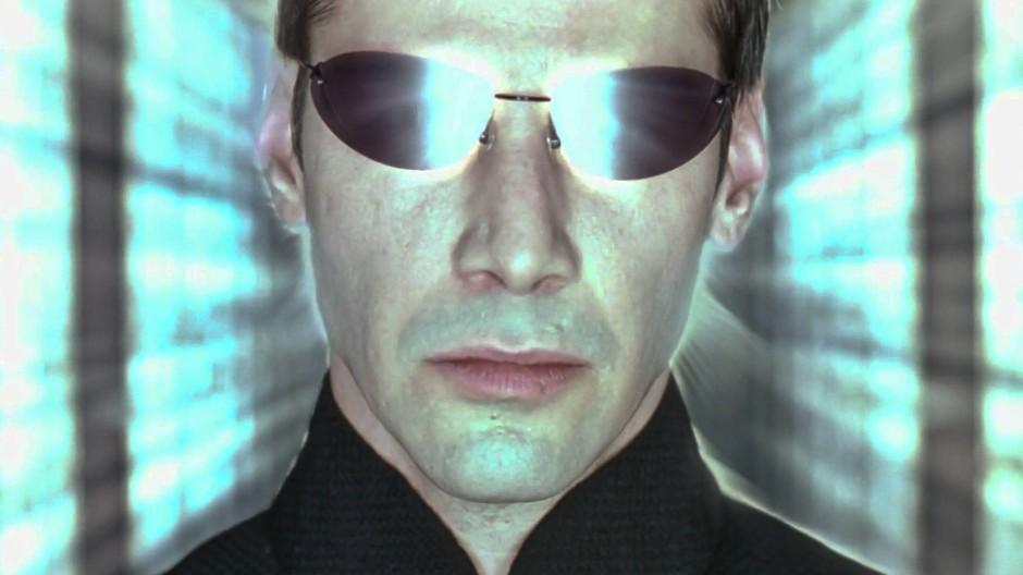 """Kann es das optimale im falschen Leben geben? Neos (Keanu Reeves) digitale Identität in """"Matrix"""" ist Teil einer durch und durch choreographierten virtuellen Wirklichkeit."""