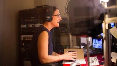 Die journalistische Ermittlerin Sarah Koenig bei der Arbeit.