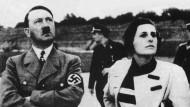 """Der """"Führer"""" und die Filmregisseurin: Hitler und Riefenstahl auf einer undatierten Aufnahme"""