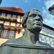 Plastik Thomas Müntzers vor dem Rathaus in Stolberg