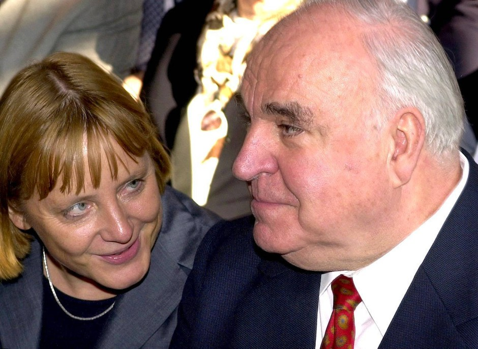 Abrechnung ohne Stromlinienförmigkeit: Angela Merkel und Helmut Kohl im September 2000 in Berlin