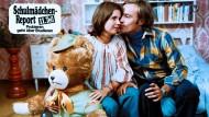 """Der Teddy ist wir alle: Szenenbild aus """"Schulmädchen-Report XI"""""""
