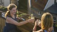Auch das ist Neukölln: Abenddrink im Klunkerkranich auf den Neuköllnarkaden