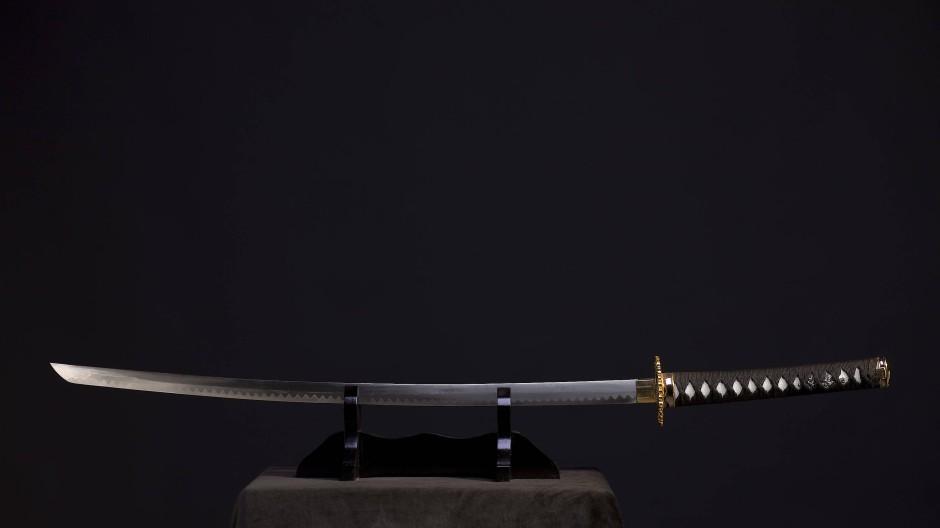 Überwuchert von Mythen, verklärt zur Superwaffe schlechthin: Samurai-Schwerter werden in Japan wie Heiligtümer verehrt. In Christoph Peters' Roman kommen sie mehrmals zum Einsatz.