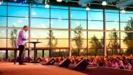Von einer Atmosphäre wie in den Vereinigten Staaten - hier eine Szene aus dem kalifornischen Lake Forest - kann die Saddleback Church in Berlin vorderhand nicht einmal träumen.