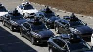 Eine Flotte selbstfahrender Uber-Autos in Pittsburgh