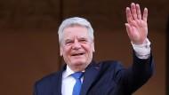 Noch mal winken: Joachim Gauck auf dem Balkon des Rathauses von Lüttich in Belgien
