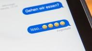 """Leidet die deutsche Sprache unter neuen Wörtern wie """"isso""""? Oder ist der Wandel einfach zeitgemäß."""