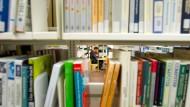 Regallücken in einer deutschen Universitätsbibliothek