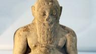 Sie haben geschrieben, sie haben gelesen: männliche Figur aus Uruk, einer fünftausend Jahre alten Stadt.