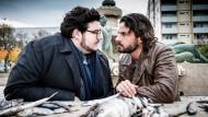 Was heißt hier nicht ganz frisch? Claudius Zorn (Stephan Luca) und Schröder (Axel Ranisch) suchen die konfrontative Nähe.