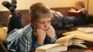 """Mit etwa elf Jahren lässt die kindliche Leselust nach. Dann geht es vorrangig um das Erarbeiten von """"Content""""."""