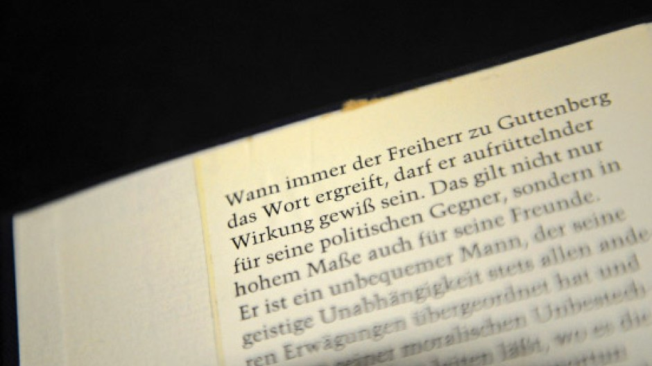 """Nicht weit vom Stamme: Umschlagtext des Buchs """"Fussnoten"""" von Karl Theodor zu Guttenberg (1921 bis 1972), dem Grossvater des zurückgetretenen Verteidigungsministers"""