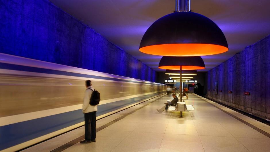 Aufnahme aus der U-Bahn-Station Westfriedhof in München: Kommt die Zukunft der Mobilität einfach nicht, oder rast sie längst an uns vorbei?