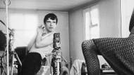 """Vorbild für """"Blow Up"""": David Bailey zeigt Jean Shrimpton, wie sie posieren soll – und Terry O'Neill fotografiert."""