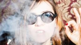 Gold, Puder und Rauch