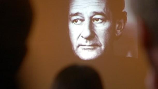 Helmut Newton: Eine Kamera im Grab