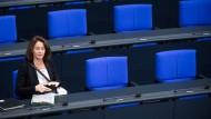 Scheint von Googles Anrennen gegen die Pläne zur EU-Urheberrichtlinie doch irgendwie beeindruckt: Bundesjustizministerin Katarina Barley im Bundestag