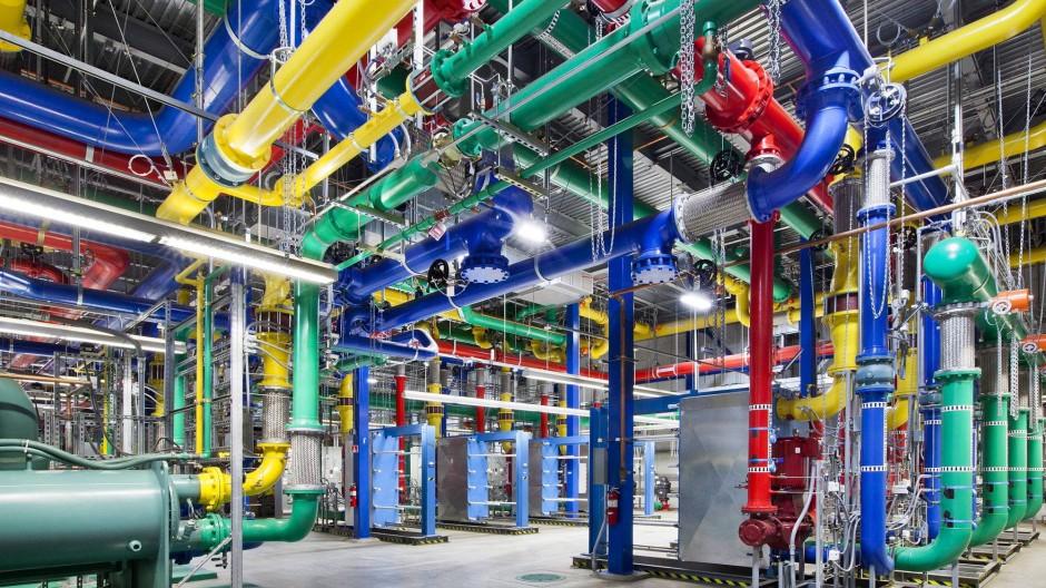 """Eine Lücke klafft zwischen den Dementis einiger Internet-Riesen - im Bild das Datenzentrum von Google - und Medienberichten über das Überwachungsprogramm """"Prism"""""""