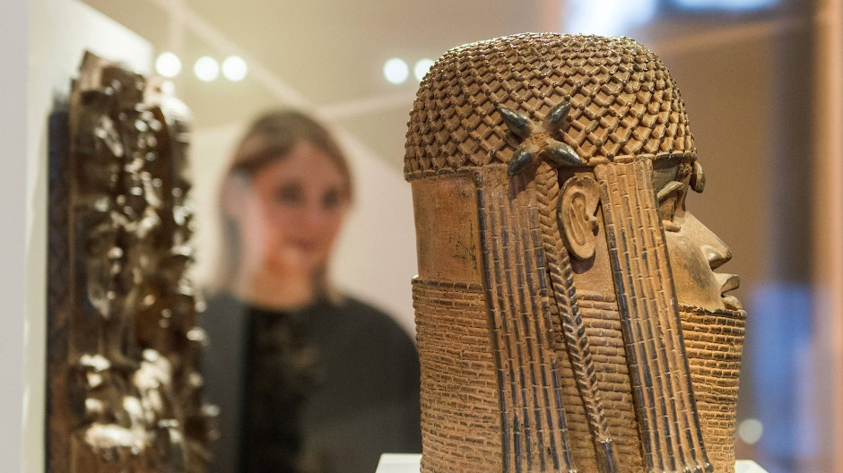 Bronzen aus dem westafrikanischen Benin im Hamburger Museum für Kunst und Gewerbe. Sie sind die momentan wohl prominentesten Beispiele für bedeutende Kunstwerke, die in der Kolonialzeit geraubt wurden.