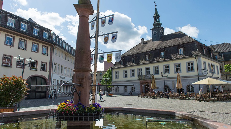 Der Verein Deutsches Tagebucharchiv sitzt in Büroräumen der oberen Etage des Alten Rathauses von Emmendingen.