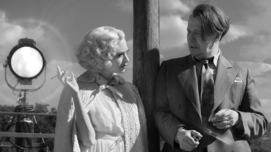 """Amanda Seyfried (l.) und Gary Oldman in einer Szene aus """"Mank"""""""