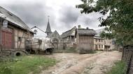 Das ist der Ortskern von Schabbach – hinter den Fassaden aus Kunststoff und Styropor indes verbirgt sich Gehlweiler, eine kleine Gemeinde im Hunsrück