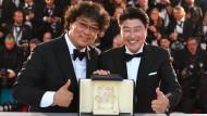 Regisseur Bong Joon-Ho und Schauspieler Song Kang-Ho mit der Goldenen Palme.