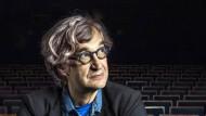 Hinter sich das klassische Kino, vor sich die Zukunft neuen Erzählens: Wim Wenders in Berlin