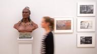 """""""Mit Karl May um die Welt"""" heißt die Ausstellung, die in Hannover noch bis zum 13. Oktober geöffnet ist. Die Abenteuerlust der Autoren und der Leser dürfte über diesen Termin hinaus anhalten"""