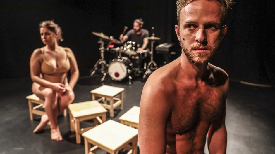 Nackte Ratlosigkeit: Szene aus dem Stück 29 1/2 des Experimentaltheaters Stoka in Bratislava.