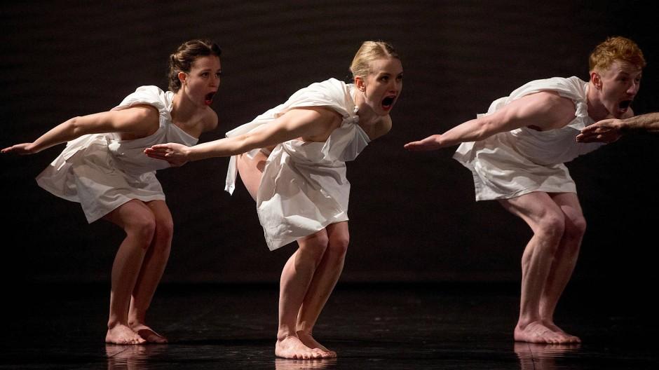 Der tanzen bühne auf nackt Frauen Tanzen