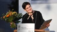 """Stolze Preisträgerin: Anke Stelling erhielt für """"Schäfchen im Trockenen"""" den Belletristik-Preis der Leipziger Buchmesse."""