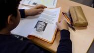 Bietet der Geschichtsunterricht Schülern noch genügend Möglichkeiten, sich in Raum und Zeit zu verorten?